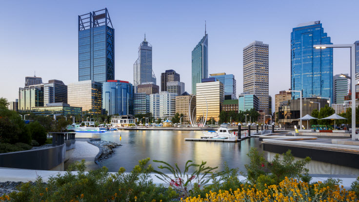 View of Elizabeth Quay on the water overlooking the Perth CBD skyscrape.